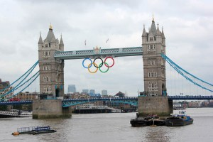 olympic-rings-at-tower-bridge-3